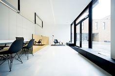 Uitgepuurde stijl voor eigen kantoor imore - architectenweb.nl