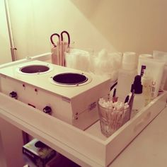 Day spa    massage therapy room    esthetician room    aesthetician room    esthetics    skin care    body waxing    hair removal    body scrub    body treatment room    Easy & clean cart set-up