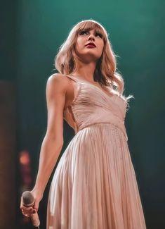 Taylor Swift Rot, Taylor Swift Album, Taylor Swift Style, Taylor Alison Swift, Beautiful Taylor Swift, Taylor Swifr, Young Taylor Swift, All About Taylor Swift, Live Taylor