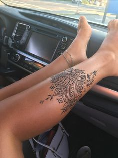 Trendy henna tattoo idea for this summer - tattoo ideen Sexy Tattoos, Trendy Tattoos, Cute Tattoos, Unique Tattoos, Beautiful Tattoos, Girl Tattoos, Tatoos, Foot Tattoos Girls, Finger Tattoos