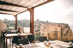 Hotels am Meer – die schönsten 7 Hotels mit Meerblick Hotel Algarve, Hotel Am Meer, Hotel In Den Bergen, Hotels Portugal, All Continents, Windows, Country, Continents, Places