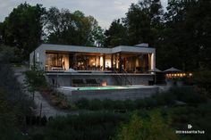 〚 Contemporary lake house of concrete with a swimming pool 〛 ◾ Photos ◾Ideas◾ Design Modern House Plans, Modern House Design, Modern Houses, Haus Am See, Concrete Houses, Concrete Walls, Minimal Home, House Blueprints, Forest House