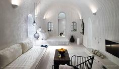 Bo i luksus-grotten under den græske sol