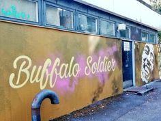 (1) #toiminmuraalinvartijana - Twitter-haku / Twitter Mural Wall Art, Urban Art, Finland, Street Art, Neon Signs, Twitter, Photography, City Art, Photograph