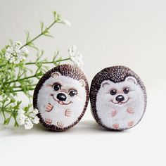 Photo from is.ideastone...hedgehogs painted on stone!