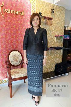 Batik Kebaya, Batik Dress, Silk Dress, Batik Fashion, Fashion Sewing, Myanmar Traditional Dress, Traditional Dresses, Filipiniana Dress, Model Kebaya