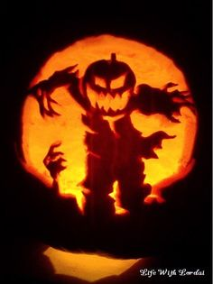 Pumpkin Carving of spooky scarecrow