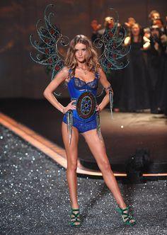 Rosie Huntington-Whiteley Victoria's Secret Fashion Show 2009.  I love whats going on with Rosie Huntington-Whiteley's abs!!!