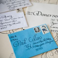 Cute idea for addressing envelopes. Get creative with vintage stamps too. Envelope Lettering, Envelope Art, Envelope Design, Hand Lettering, Lettering Styles, Lettering Tutorial, Letter Addressing, Addressing Envelopes, Calligraphy Letters