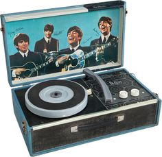 The Beatles Record Player. Beatles Albums, Beatles Band, The Beatles, Retro Toys, Vintage Toys, Music Machine, Vintage Records, Record Players, Music Images