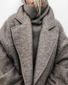 winter outfits warm 12 Warm Winter Outfits That Ar - winteroutfits Mode Outfits, Fall Outfits, Fashion Outfits, Fashion Trends, Skirt Outfits, Fashion Clothes, Outfit Winter, Winter Layering Outfits, Fashion Ideas