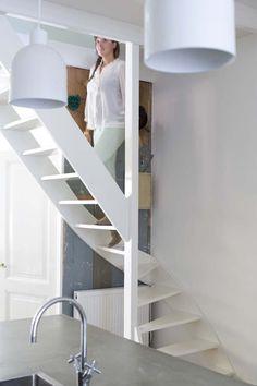 KARWEI   Een open trap in de woonkamer oogt ruimtelijk. #binnenkijker #ideevankarwei #karwei
