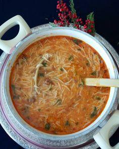 """Instagram'da 💕Ne yaparsan yap aşk ile yap💕: """"Bu havada gidebilecek en güzel şey sıcacık bir kase çorba bence. Dumanı üstünde, direk tencereden #şehriyeçorbası ile bi selam veriyim…"""" Fried Calamari, Turkish Kitchen, Shellfish Recipes, Bowl Of Soup, The Smoke, Noodle Soup, Say Hi, Noodles, Salsa"""