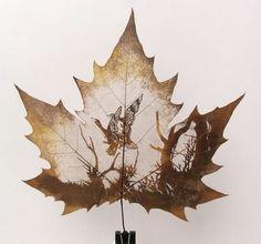 インクは一切使わず、葉の裏が透けて見えるまで葉肉を丁寧にナイフで削って描かれた繊細な葉っぱのアートを紹介します。芸術作品を模したものから肖像画などさまざまなモチーフの作品は中国発、「Leaf Ca