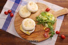 在家也能做出不輸外面販售的好吃瑪芬,馬上學起來! 明天早上,煎片肉,配上一顆完美的太陽蛋和濃郁起士片,☀讓你的美好早晨就瑪芬開始! 👉材料及詳細食譜在這裡:https://cooky.ck101.com/6391 #tasterich #kitchenaid #kitchenware #foodporn #food #kitchen#Easycooking #cookingmate #eatclean #livingwell #eatwell #cleaneating #healthyeating #ecomom #cookinglovers #cookingtools  #cookingutensil