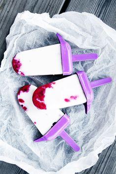 Yoghurt ice cream with frozen berries