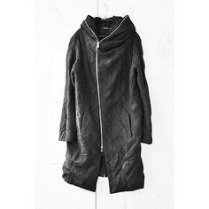 #lumenetumbra #isseifujita #fashiondesigner #japanese #madeinitaly #handcrafted #avantgarde #fashion#hoodie #coat#blackclothes #artisanal#womenswear #mensfashion #unisexmasaki4cd