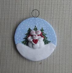 Family of 3 ~ hand sculpted polymer clay snowman family ornament Christmas Pebble Art, Polymer Clay Christmas, Felt Christmas Decorations, Christmas Tree Ornaments, Christmas Mood, Rock Crafts, Clay Crafts, Christmas Projects, Holiday Crafts