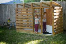 Inspiring image playhouse, pallet ideas, Pallet Projects, Pallet Kids Playhouse, Pallet Playhouse by RecycledThings - Resolution - Find the image to your taste Kids Wooden Playhouse, Kids Playhouse Plans, Outside Playhouse, Pallet Playhouse, Backyard Playhouse, Build A Playhouse, Backyard Playground, Backyard For Kids, Pallet Playground
