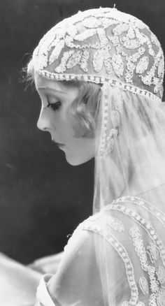 "Madge Bellamy as a beatiful bride wearing a wonderfully decorated veil. I guess its from ""the white zombie"" Vintage Veils, Vintage Wedding Photos, Vintage Bridal, Vintage Photos, Vintage Weddings, Unique Vintage, Vintage Outfits, Vintage Fashion, Old Hollywood"
