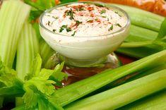 Cómo preparar aderezos y vinagretas para ensaladas   Cocina Vital Flan, Celery, Salad Recipes, Dips, Food And Drink, Vegetables, Ethnic Recipes, Desserts, Chile