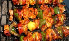 Kebab v rúre - Báječné recepty Tandoori Chicken, Meat, Ethnic Recipes, Food, Syrup, Red Peppers, Eten, Meals, Diet