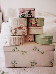 Vintage shabby chic hat boxes and misc Cajas Shabby Chic, Shabby Chic Vintage, Vintage Floral, Vintage Paper, Deco Pastel, Vintage Hat Boxes, Vintage Suitcases, Pretty Box, Covered Boxes