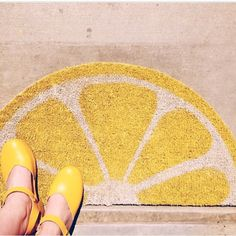 Lemon welcome mat DIY. houselarsbuilt (Brittany Watson Jepsen) on Instagram