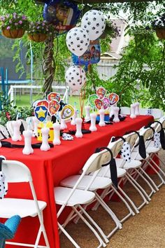 O aniversário com tema Patrulha Canina tem tudo para ser divertido, alegre e repleto de aventura. Confira 25 ideias incríveis de decoração para a festa.