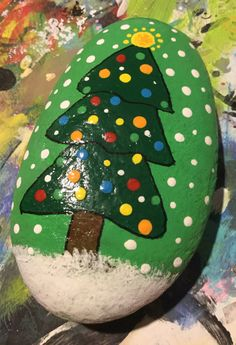 If you are looking for Diy Christmas Painted Rock Design Ideas, You come to the right place. Below are the Diy Christmas Painted Rock Design Ideas. Pebble Painting, Pebble Art, Stone Painting, Diy Painting, Rock Painting Patterns, Rock Painting Ideas Easy, Rock Painting Designs, Stone Crafts, Rock Crafts