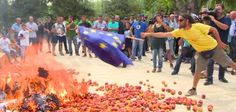 Spanish farmers burn EU flag over Russia sanctions war