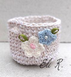 http://ovillodeeli.blogspot.it/2015/04/pequeno-cesto-en-crochet.html