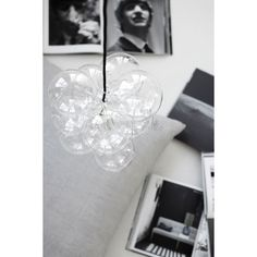DIY from House Doctor is a different lamp with a hint of playfulness. The lamp consists of 12 transparent glass bulbs that you together yourself to create a stunning and very modern lamp. Use the lamp in t Ceiling Pendant, Pendant Lamp, Pendant Lighting, Ceiling Lights, House Doctor, Diy Luminaire, Luminaire Design, Do It Yourself Lampe, Diy Light Fixtures