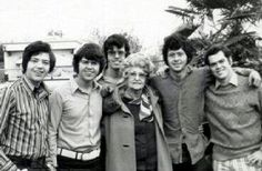 Nice photo of them with their mom's mother! Merrill Osmond, Osmond Family, Andy Williams, The Osmonds, Donny Osmond, Music Like, Only Girl, Black And White Pictures