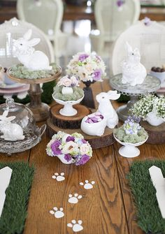 Mesa de Páscoa - decoração rústica e com toque infantil - pegadas do coelho ( Decoração: Fabiana Moura | Flores: Mariana Bassi )