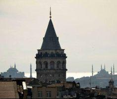 İstanbul'da mutlaka yapmanız gereken 50 şey Mihrimah Sultan'ın doğumgünü kutla Mihrimah Sultan 21 Mart günü doğmuş. Adı 'güneş ile ay' anlamına geliyor. Geceyle gündüzün eşit olduğu 21 Mart'ta Galata Kulesi'ne çıkın, Edirnekapı'daki Mihrimah Sultan Camii'nde güneşin batışını ve ayın Üsküdar'daki Mihrimah Sultan Camii üzerine doğuşunu seyredin. Mimar Sinan'a hayran kalacaksınız.