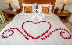 16 These Passionate Valentine Bedroom Decor are Everything You Can Dream Of - Valentine's day is approaching your front door before you know it. For whoever is in love, these Valentine bedroom decor ideas are great for you to fo. Hotel Room Decoration, Wedding Room Decorations, Romantic Room Decoration, Romantic Bedroom Decor, Diy Bedroom Decor, Home Decor, Bedroom Décor, Bedroom Ideas, Romantic Room Surprise