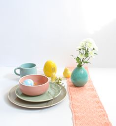 bien tomber: Ostern in Pastell - Ostertischdeko 2016 Tray, Happy, Home Decor, Fall Away, Easter Activities, Homemade Home Decor, Interior Design, Happiness, Home Interiors