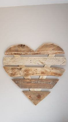 diy Ideen holz - Happy Valentine s Day Work Good st valentin All Ideas with wood Diy Wood Projects, Wood Crafts, Decoration Vitrine, Diy Crafts To Do, Diy Wood Signs, Saint Valentine, Valentine's Day Diy, Happy Valentines Day, Wood Art
