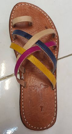 moroccan leayher sandals These sandals are very feminine and can be worn with wide or tight or with a short or long skirt. Cute Sandals, Open Toe Sandals, Summer Sandals, Tong Cuir, Womens Golf Shoes, Shoes Women, Women Sandals, Womens Training Shoes, Balenciaga Shoes