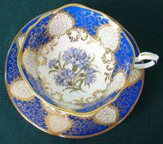 Belas Paragon Vintage Bone China Quatrefoil Tea xícara e pires em azul royal por Divonsir Borges