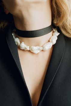 SOPHIE BUHAI, BAROQUE PEARL COLLAR - FW17 https://www.sophiebuhai.com/collections/new-collection/products/baroque-pearl-collar