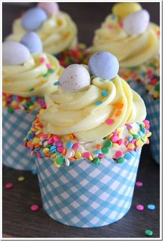 Easy Easter Cupcakes ~ Doughmesstic