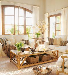 ORDEN CON ESTILO En el salón, las cestas pueden usarse como revistero, para guardar los mandos a distancia, mantas, cojines…