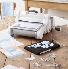 ¿Aun no conoces la BIG SHOT PLUS de Sizzix? Es una máquina troqueladora que permite cortar, troquelar, grabar y estampar en relieve todo tipo de materiales.