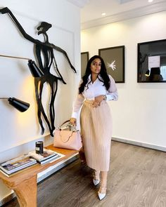 This white shirt and pleated skirt combo on is a chic combo. Workwear Fashion, Office Fashion, Casual Work Outfits, Cute Outfits, Black Girl Fashion, Fashion Looks, Modest Fashion, Fashion Outfits, Fashion Fashion