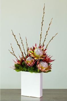 Best Modern Flower Arrangement Ideas Picture 20 Best Modern Flower Arrangement Ideas Picture 20 Read More The post Best Modern Flower Arrangement Ideas Picture 20 appeared first on Design Diy. Tropical Flowers, Tropical Flower Arrangements, Modern Floral Arrangements, Creative Flower Arrangements, Deco Floral, Arte Floral, Protea Centerpiece, Types Of Flower Arrangement, Ikebana Flower Arrangement