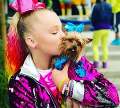 We hit up the Sugar Factory in NYC to chat with the amazing JoJo Siwa! Find out what's next for JoJo and get to know her on a whole new level. Dance Moms Chloe, Dance Moms Girls, Jojo Siwa Bows, Jojo Bows, Kendall, Jojo Siwa's Phone Number, Jojo Siwa Instagram, Lady Gaga, Dance Moms Season 5
