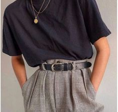 Das Grau im Perlmutt-Look Mode Mode Klassiker Basic Hose M … – The Gray in Mother of Pearl Look Fashion Fashion Classic Basic Pants M … Look Fashion, 90s Fashion, Korean Fashion, Autumn Fashion, Fashion Outfits, French Fashion, Fashion Clothes, Fashion Pics, Classic Fashion