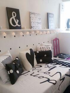 Habitación juvenil- Micasarevista Black Bedroom Furniture, Bedroom Desk, Diy Furniture, Girl Bedroom Designs, Girls Bedroom, Teen Room Decor, Decorate Your Room, Trendy Bedroom, Bedroom Colors